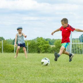Fussball, Volleyball und freie Rasenflächen