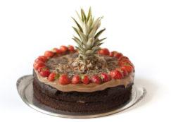 Jeden Tag backen wir selbst die verschiedensten Kuchen und Torten. Gerne nehmen wir auch Bestellungen an.