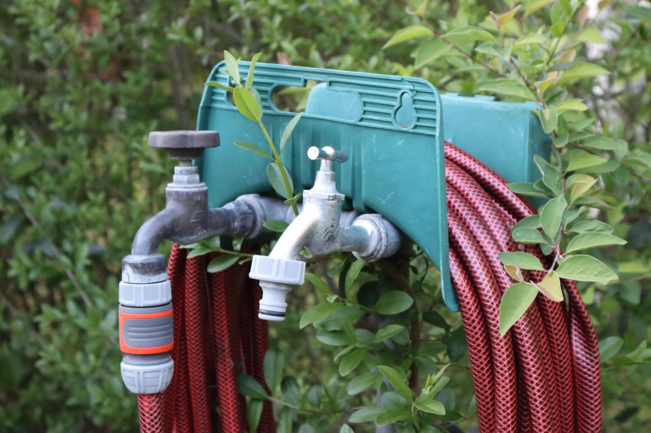 Wasserhahn und Schlauch